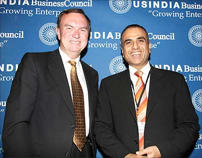 Wal-Mart chief executive Mike Duke with Bharti Group chairman Sunil Mittal.
