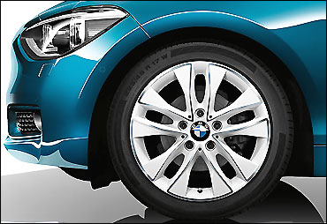 Front wheel of BMW 1 Series coupe.