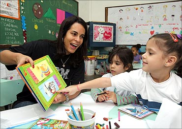 An IBMer helps young students in Brazil