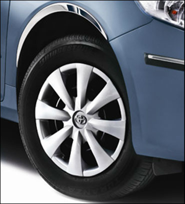 Stylish wheel arch moulding enhances the exterior appeal.