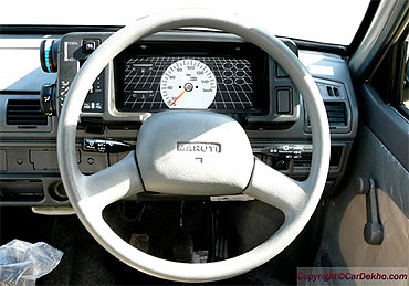 The dashboard of Maruti 800.