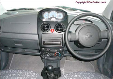 The dashboard of Chevrolet Spark.