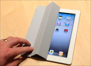 The iPad2 with a Smart Cover is shown in the demonstration area.