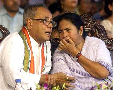 Finance Minister Pranab Mukherjee with Railway Minister Mamata Banerjee.