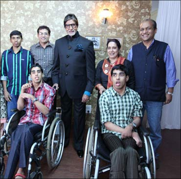 Sundar Ram and Sri Ram, with their parents Ramesh and Radha, and Bollywood superstar Amitabh Bachchan and quiz master Siddharth Basu.