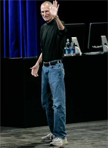 Jobs waves at the end of a special event in San Francisco on Sep 9, 2009.
