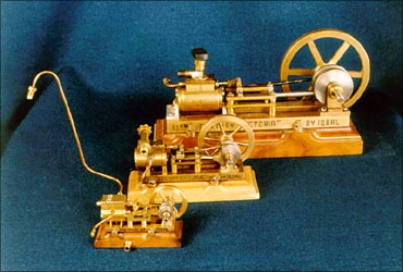 He crafts miniature machines, enters Guinness Book