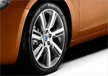 Volvo S60 wheel.