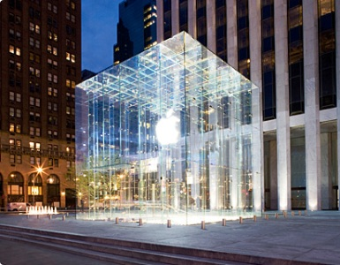 Apple store on Fifth Avenue, New York.