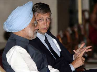 File picture of Bill Gates (R) speaking with Prime Minister Manmohan Singh.