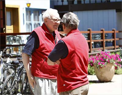 Buffett (L) talks with James D. Robinson III at the Sun Valley Inn, Idaho, US.