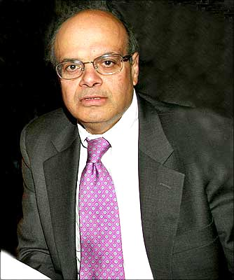 Ajit Jain is an IIT-Kharagpur graduate.