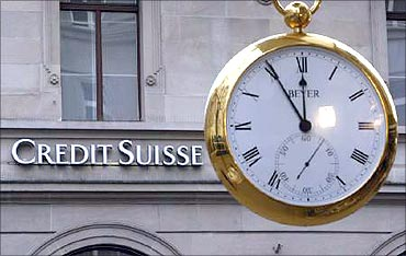 Global scrutiny: Swiss banks' assets dip to 4-year low