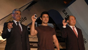 Sanmsung signed on Aamir Khan to endorse their mobile phones