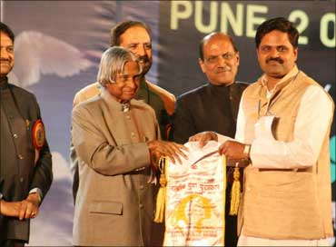 Ravi Ghate (right) with former President APJ Abdul Kalam.