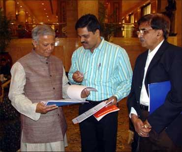 Ravi Ghate with Nobel Laureate Mohammad Yunus.