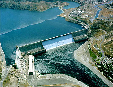 Aerial view of the Grand Coulee dam.