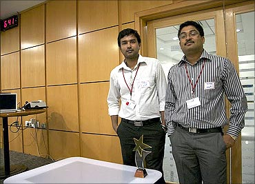 Mir Abid Husain and Mohammed Azharudin developed the device Emo2 World.