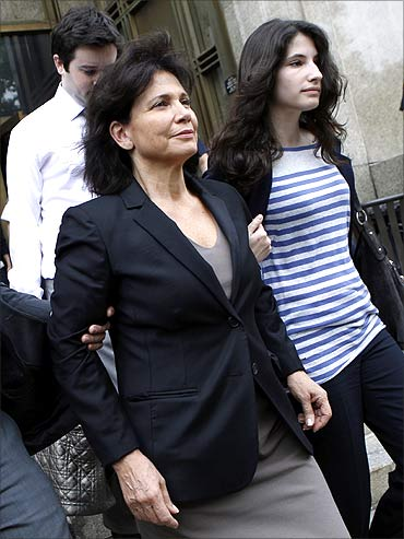 Wife of Dominique Strauss-Kahn leaves New York Court with daughter.