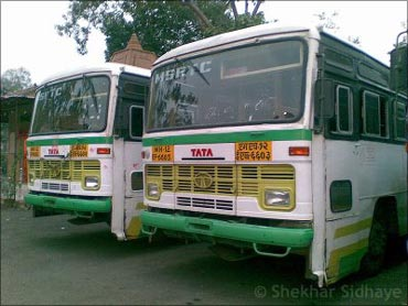 Shut down 23 non-working PSUs in Maharashtra: CAG