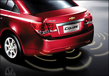 Rear view of Cruze.