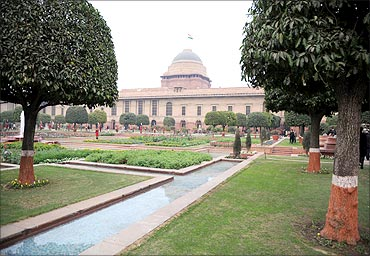 Rashtrapati Bhavan surrounded by beautiful garden.
