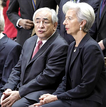 IMF Managing Director Dominique Strauss-Kahn (L) talks to Christine Lagarde.