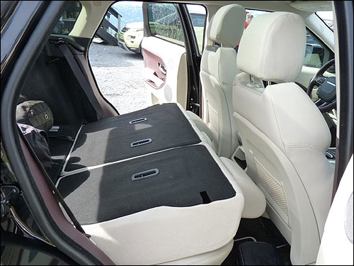 new suv in town the sizzling range rover evoque business. Black Bedroom Furniture Sets. Home Design Ideas