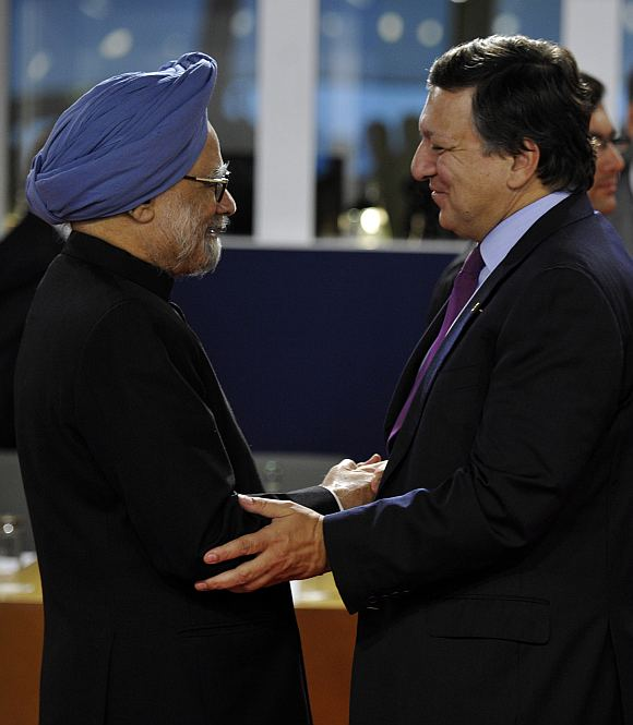 Prime Minister Manmohan Singh and European Commission President Jose Manuel Barroso discuss before the start of the G20 Summit of major world economies in Cannes.