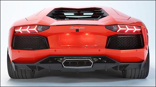 Lamborghini Aventador stereo.