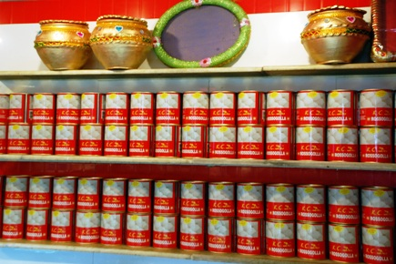 Canned rasogollas.