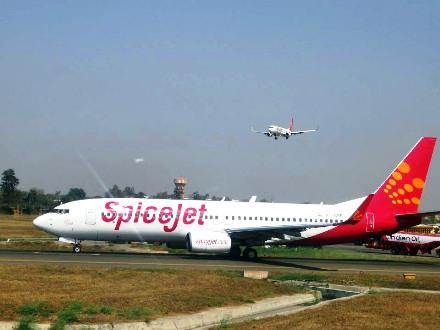 SpiceJet aircraft.
