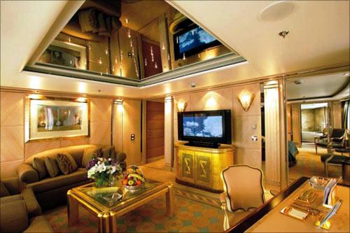 Alexander Master Suite Salon.