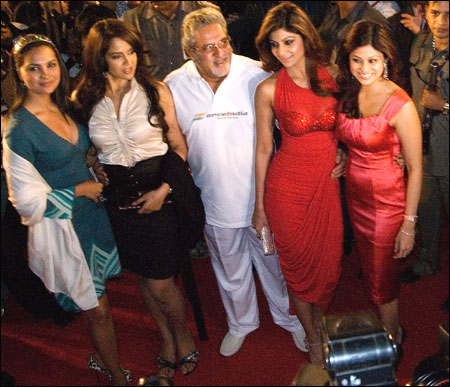 Mallya (C), poses with celebrity guests, (L-R) Lara Dutta, Sameera Reddy, Shilpa Shetty and Shamita Shetty as the new Force India Formula One Team car is launched, infront of the Gateway of India on Feb 7, 2008.