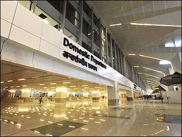 Delhi airport to become global air traffic hub