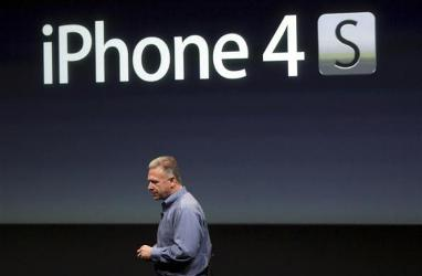 Philip Schiller speaks about the iPhone 4S.