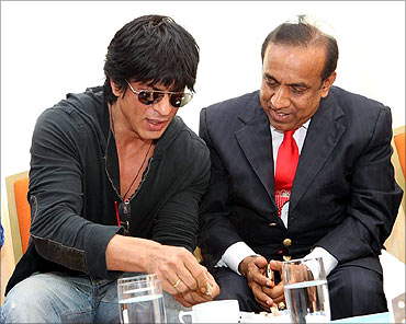 Superstar Shah Rukh Khan with Ravi Pillai.