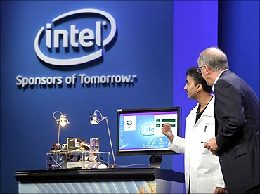 Intel CEO Paul Otellini looks over a prototype solar-powered computer.