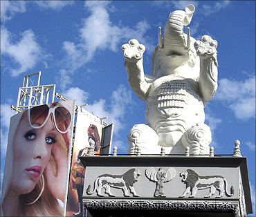 A white elephant statue that is part of the architecture of a shopping mall in California.