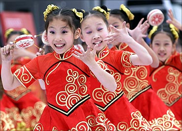 Children perform a traditional Chinese dance.