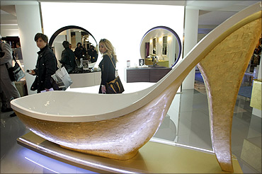 A bath tub in the form of a shoe.
