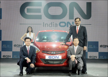 Hyundai Eon unveiled, starting at Rs 2.69 lakh!