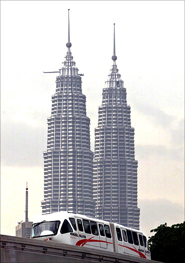 The Monorail Malaysia train passes the Petronas Twin Towers.
