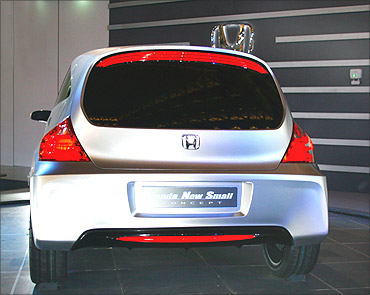Honda Brio launched @ Rs 395,000!