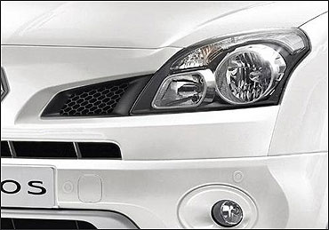 Head lamps of Koleos.