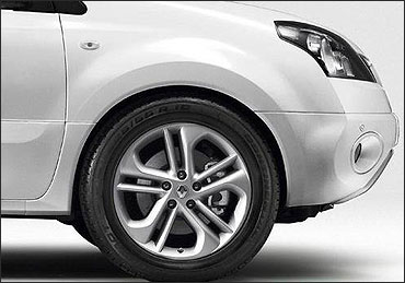 Renault Koleos wheel.