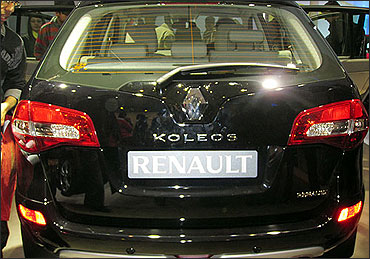 Rear view of Koleos.