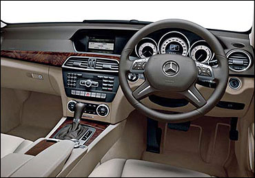 The dashboard og new Merc C-Class.