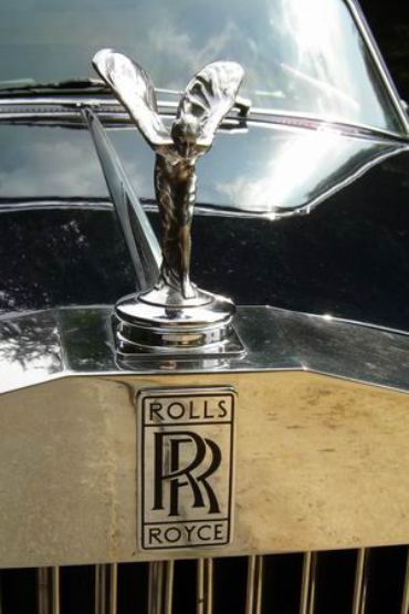 The Rolls Royce logo.