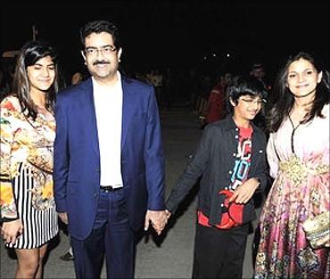 Kumar Mangalam Birla with his wife and children